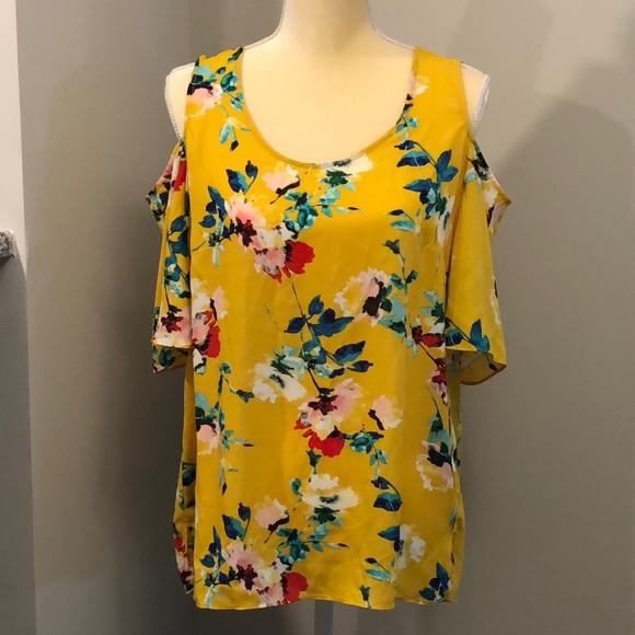 13139c774a7260 Mustard floral cold shoulder blouse. M 5b6a2be4dcfb5ab3eb406079